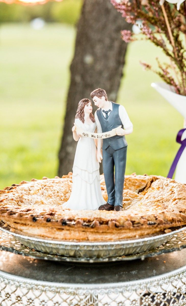 Couple Figurine Cake topper | Wedding Ideas